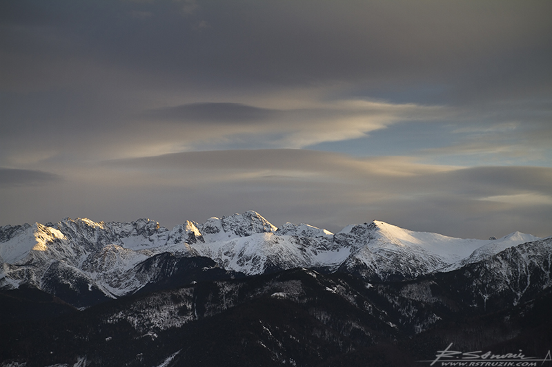 Zakopane, Gubałówka. Zachód słońca nad Tatrami. Od Kasprowego, przez Giewont, aż po... inne szczyty?